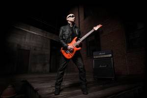 Joe Satriani Press Shot med res
