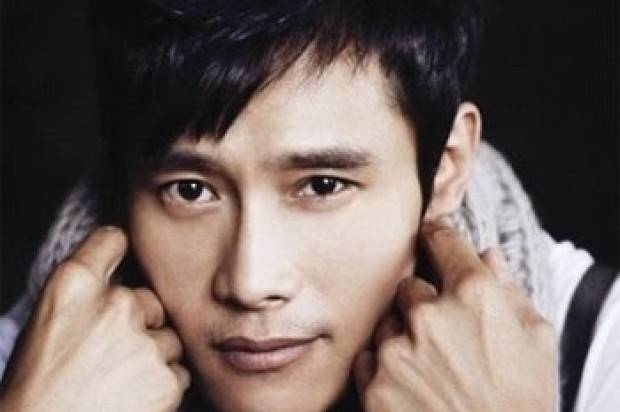 Korean Actor Lee Byung-Hun Received the 2013 Asia Pacific Screen Award