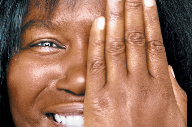 Joan Armatrading Performs With Love and Perfection