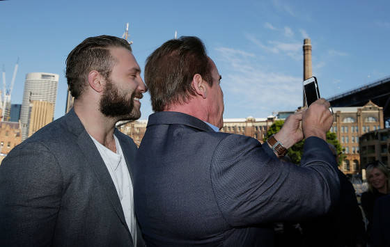SYDNEY, AUSTRALIA - JUNE 04:  Arnold Schwarzenegger and  Jai Courtney take a selfie during a 'Terminator Genisys' photo call at the Park Hyatt Sydney on June 4, 2015 in Sydney, Australia.  (Photo by Mark Metcalfe/Getty Images for Paramount Pictures International) *** Local Caption *** Arnold Schwarzenegger; Jai Courtney