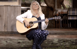 IN CONVERSATION WITH BECCY COLE, COUNTRY MUSIC'S GOLDEN GIRL