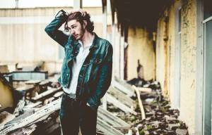 HOZIER SET TO RELEASE DELUXE EDITION OF DEBUT RECORD