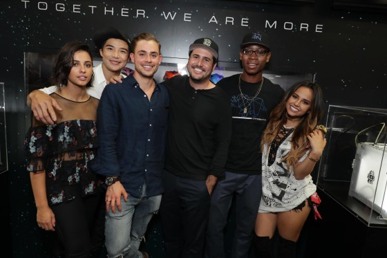 Naomi Scott (Kimberly, the Pink Ranger), Ludi Lin (Zack, the Black Ranger), Dacre Montgomery (Jason, the Red Ranger), director Dean Israelite, RJ Cyler (Billy the Blue Ranger) and Becky G (Trini, the Yellow Ranger)