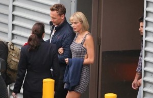 STAR COUPLE ARRIVE TAYLOR SWIFT AND TOM HIDDLESTON  ON GOLD COAST