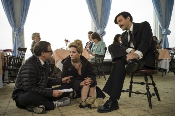 (l to r) Director David O. Russell, Jennifer Lawrence and Jack Huston on the set of Columbia Pictures' AMERICAN HUSTLE.