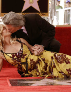 GOLDIE HAWN AND KURT RUSSELL GET THE HOLLYWOOD STRIPE OF FAME