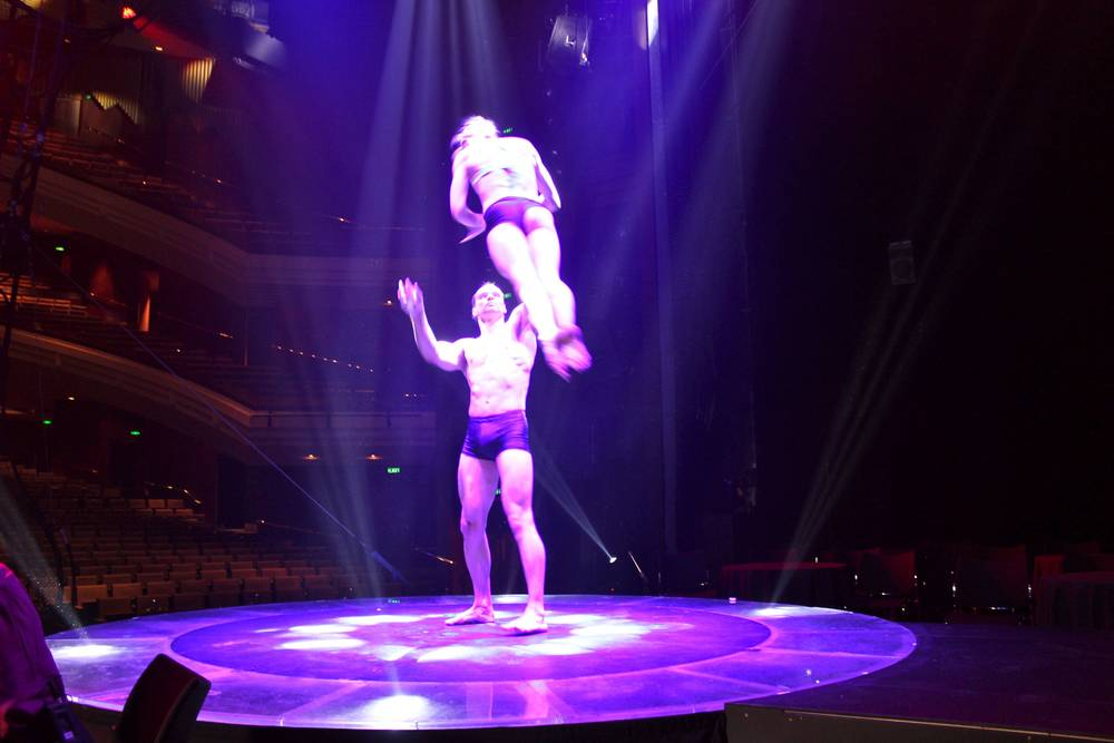 MUST SEE SHOW LE NOIR – THE DARK SIDE OF CIRQUE
