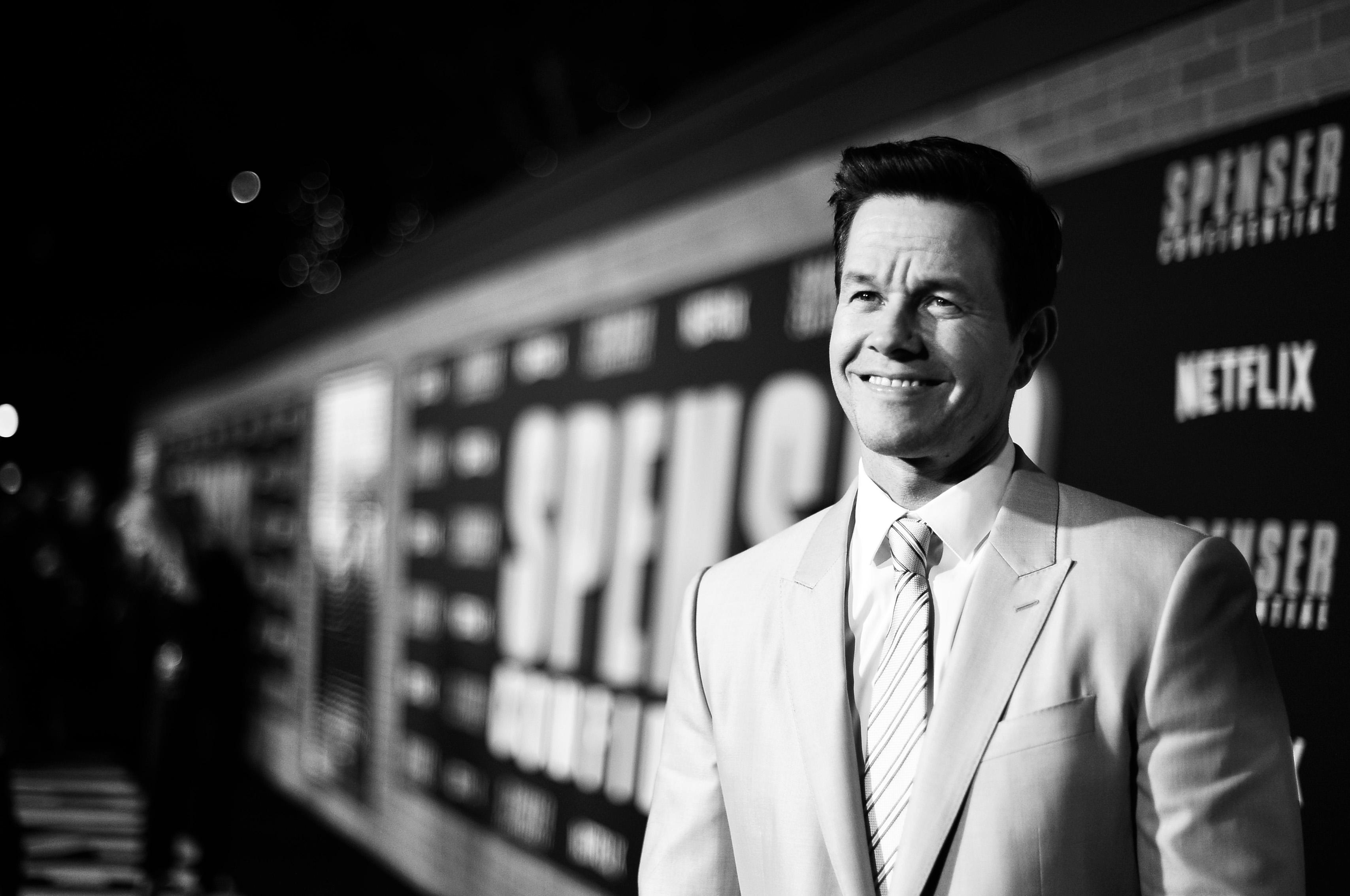 Iliza Shlesinger Mark Wahlberg Spenser Confidential Spenser Confidential 2020 In 2020 With Images Free
