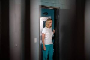 MARTA DUSSELDORP GETS HER TEAL ON AS SHEILA BAUSCH ENTERS WENTWORTH