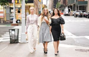 IN PRODUCTION  CARRIE BRADSHAW WITH MIRANDA AND CHARLOTTE ARE BACK